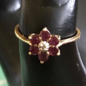 Vintage 10 kgold Garnet & tiny diamond chip ring.